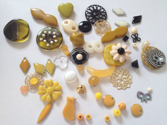 18 yellow accessory beads parts1