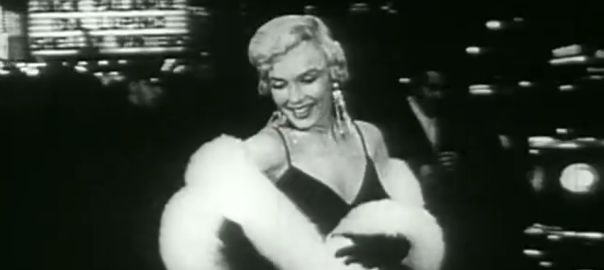 Marilyn-and-no5-inside-CHANEL